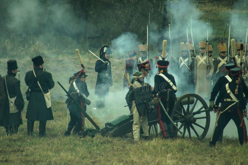 Reconstrução da batalha histórica entre as tropas do russo e do Napoleon da cidade do russo de Maloyaroslavets imagem de stock
