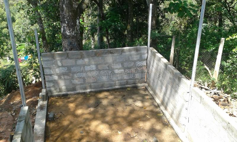 Reconstrua a casa do feriado - sala de armazenamento do tanque de água imagens de stock royalty free