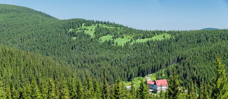 reconstrucción 'Zaroslyak 'de la Alto-montaña en los Cárpatos imagen de archivo