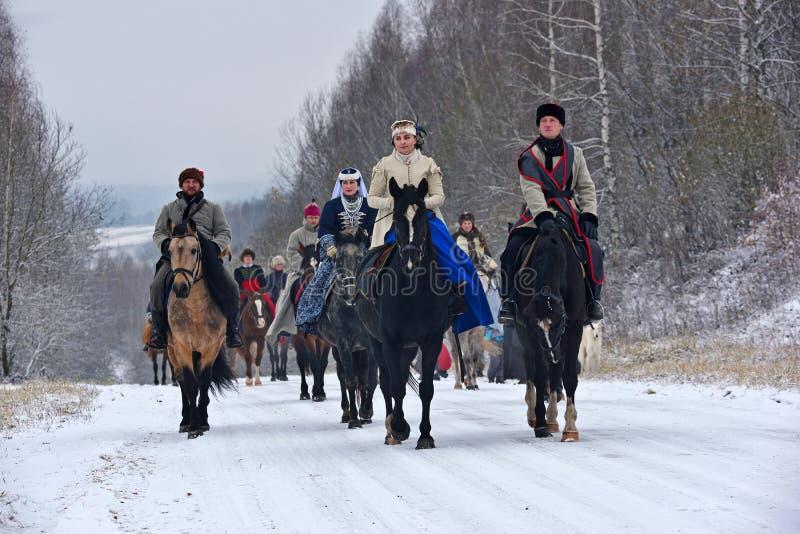 Reconstrucción de la caza tradicional con el perro lobo ruso imagenes de archivo