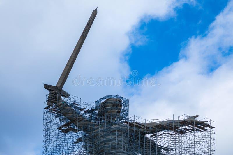 Reconstrucción de la estatua las llamadas de la patria en Mamayev Kurgan en Stalingrad foto de archivo libre de regalías