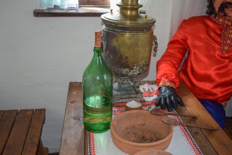 Reconstrucción de la vida cosaca en la casa fotos de archivo