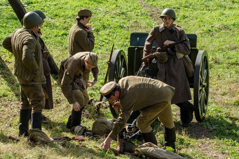 Reconstruction de bataille de la guerre mondiale 1941 2 dans la région de Kaluga de la Russie photographie stock