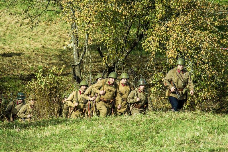 Reconstruction de bataille de la guerre mondiale 1941 2 dans la région de Kaluga de la Russie photos stock