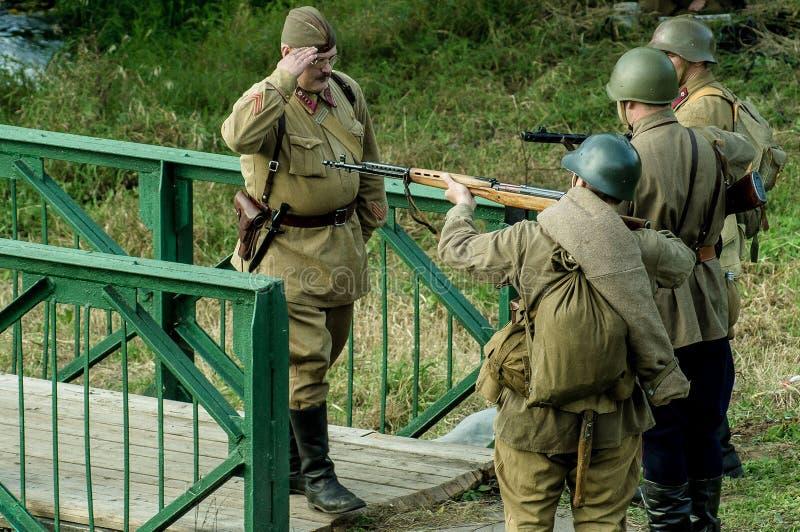 Reconstruction de bataille de la guerre mondiale 1941 2 dans la région de Kaluga de la Russie images stock
