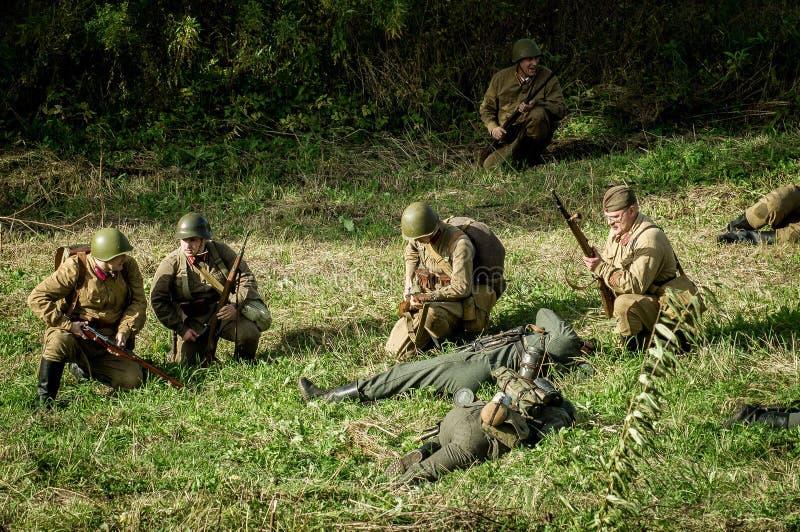 Reconstruction de bataille de la guerre mondiale 1941 2 dans la région de Kaluga de la Russie photo libre de droits