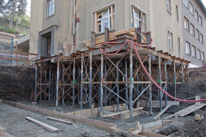 Reconstruction de la base de maison images stock