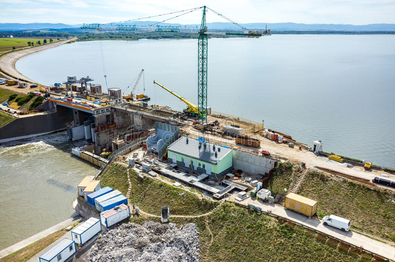 Reconstruction moderne de barrage photo stock