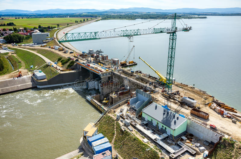 Reconstruction moderne de barrage photo stock