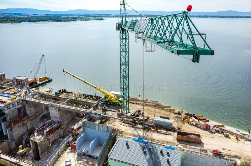 Reconstruction moderne de barrage photos stock