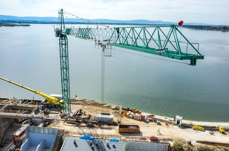 Reconstruction moderne de barrage images libres de droits
