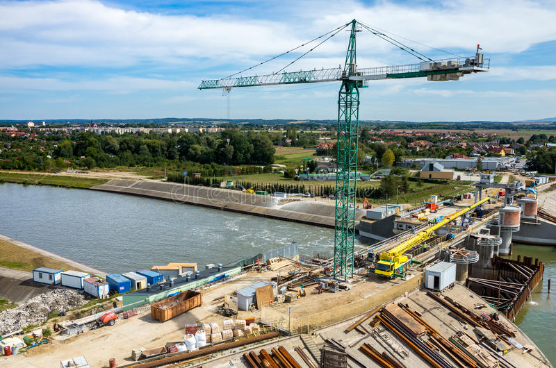 Reconstruction moderne de barrage images stock