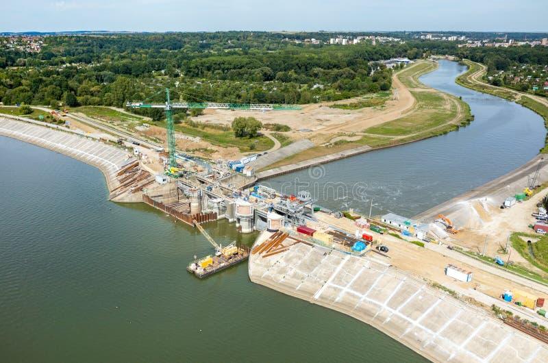 Reconstruction moderne de barrage images stock