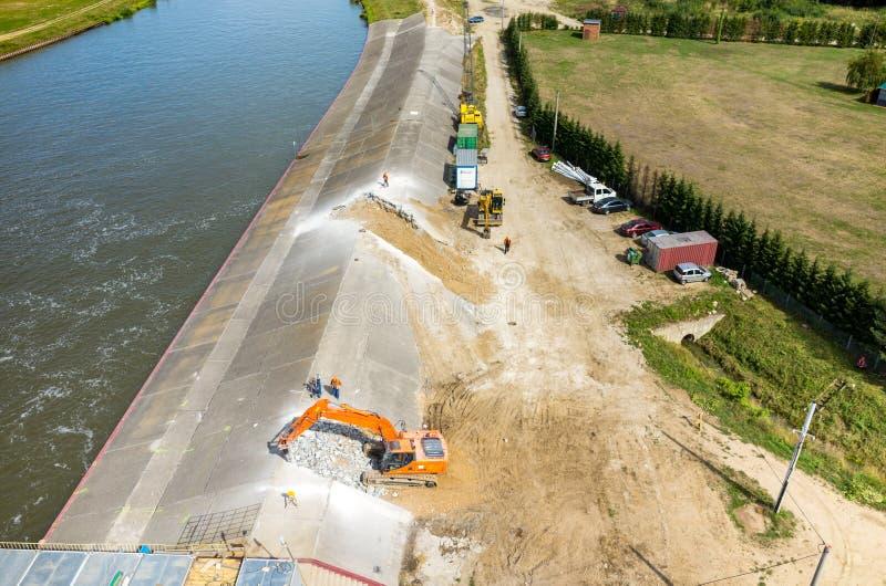 Reconstruction moderne de barrage image libre de droits