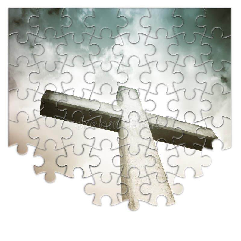 Reconstruction ou perte de notre foi - image croisée chrétienne de concept dans la forme de puzzle denteux photographie stock libre de droits