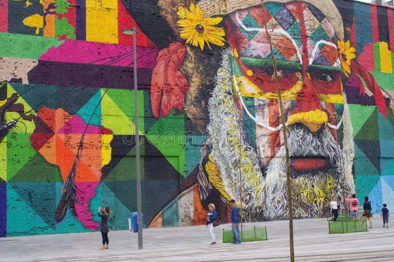 Record del mondo di Guinness, più grande murale della pittura di spruzzo da un gruppo immagini stock