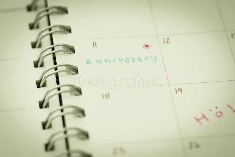 Recordatorio para el aniversario en planificador fotografía de archivo