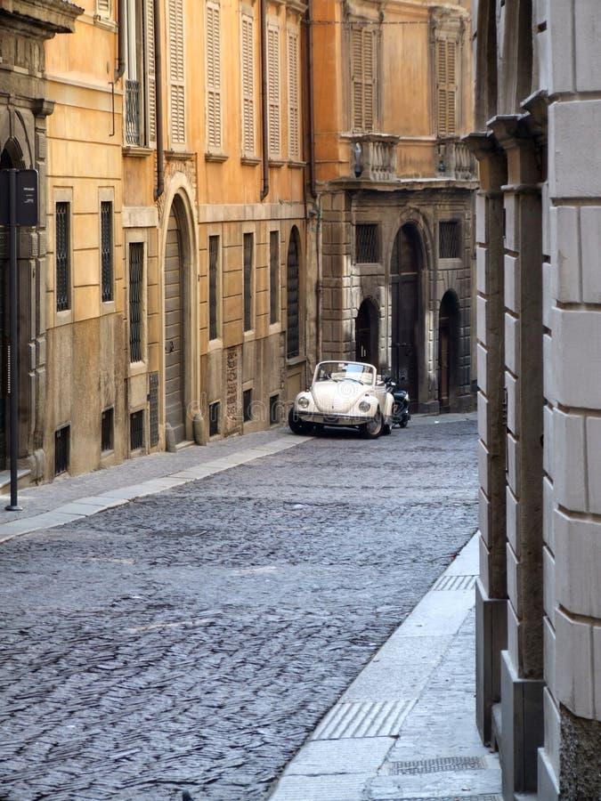 Recorrido de Italia - calle vieja de la ciudad fotos de archivo libres de regalías