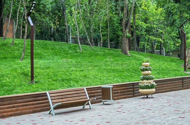 Recreatiegebied in oud park royalty-vrije stock afbeelding