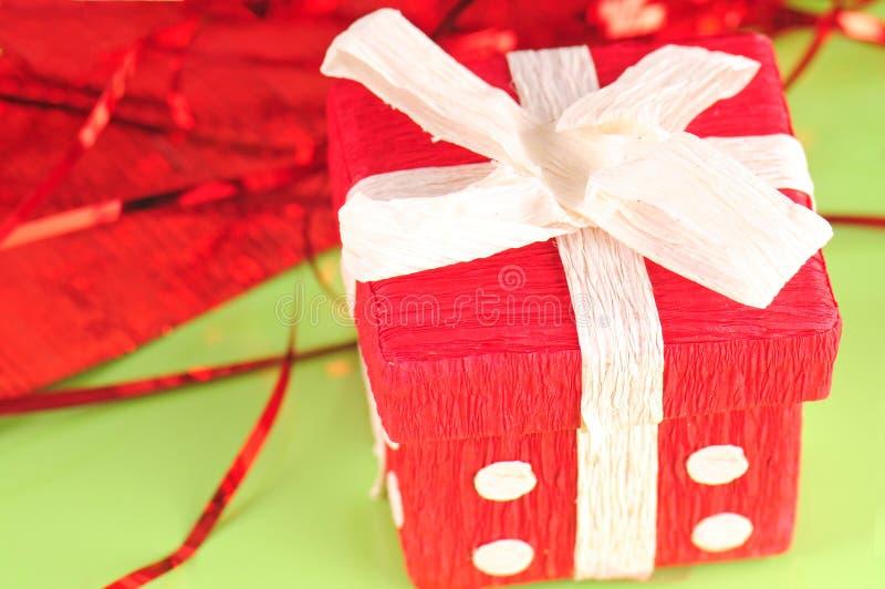 Rectángulo de regalo hecho en casa fotos de archivo