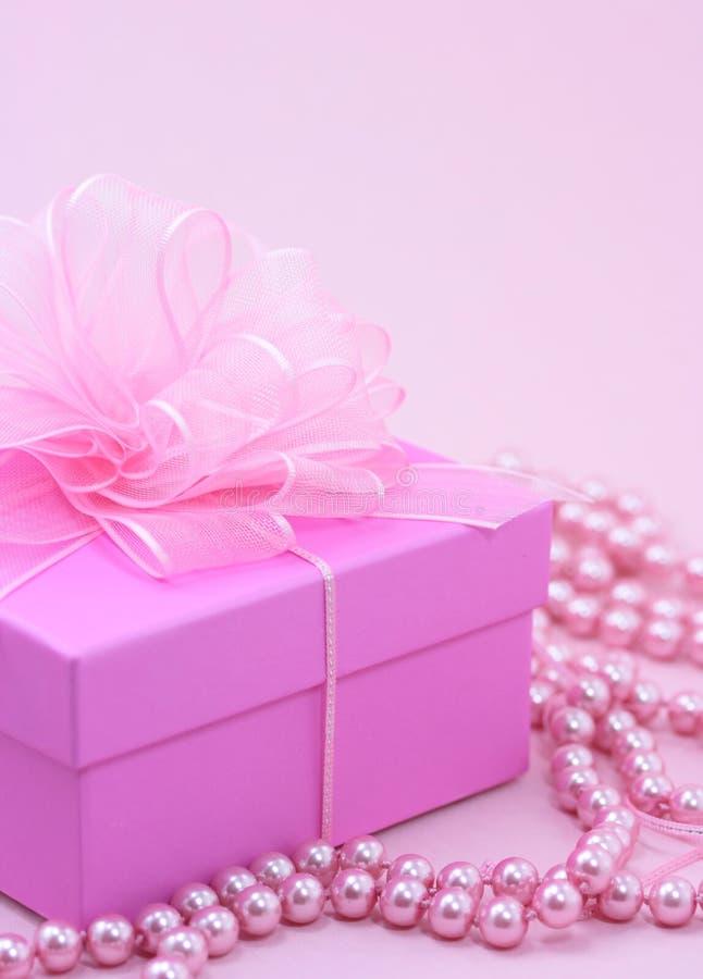 Rectángulo de regalo rosado imagen de archivo libre de regalías