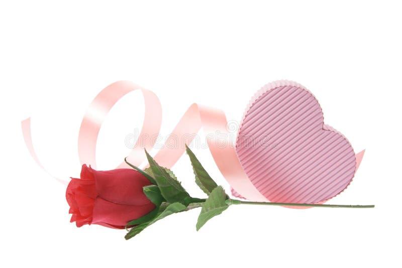 Rectángulo de regalo y Rose roja fotografía de archivo