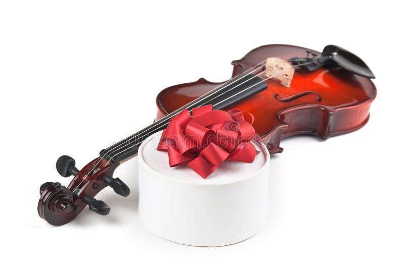 Rectángulo del violín y de regalo fotografía de archivo