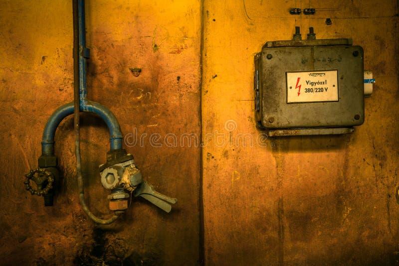 Rectángulo eléctrico industrial viejo foto de archivo libre de regalías