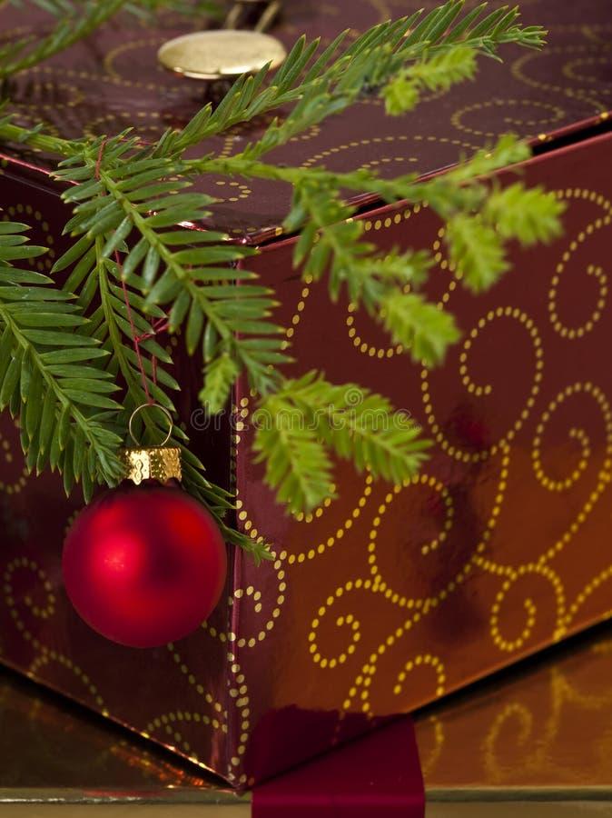 Download Rectángulo Y árbol De Navidad De Regalo Foto de archivo - Imagen de árbol, bolas: 7277098