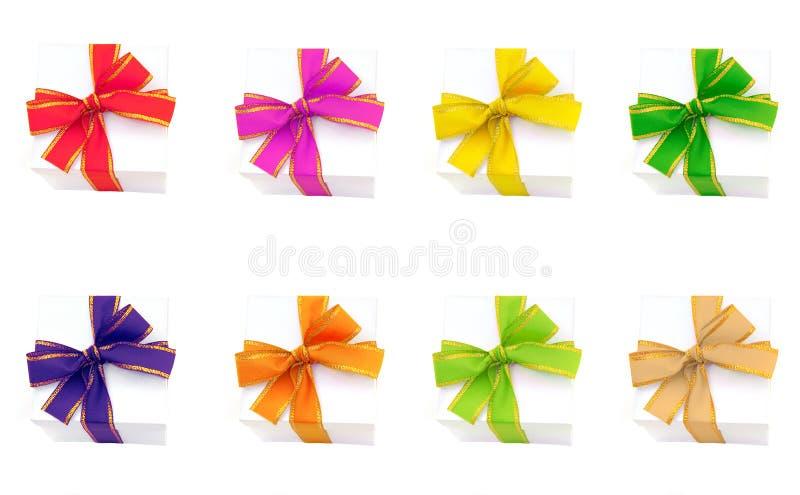Rectángulos de regalo con las cintas coloridas foto de archivo