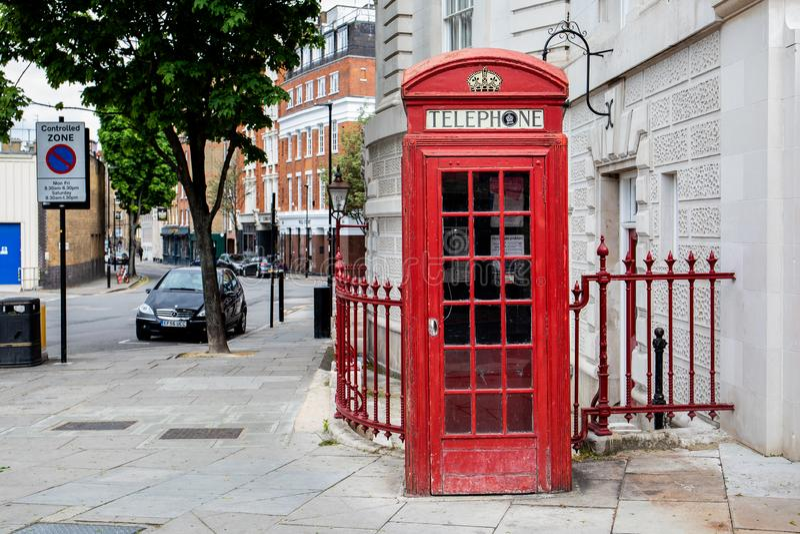 Rect?ngulo rojo brit?nico tradicional del tel?fono Ciudad de Londres, Reino Unido fotos de archivo libres de regalías