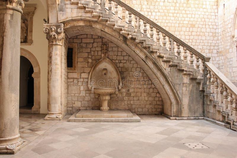 Rector& x27; s宫殿庭院 杜布罗夫尼克市 克罗地亚 库存图片