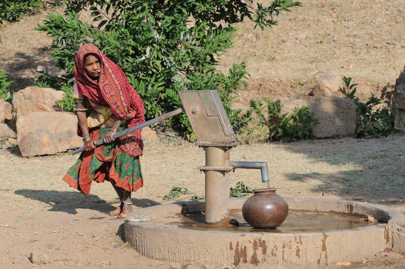 Recueillir l'eau en Inde 3 photo stock