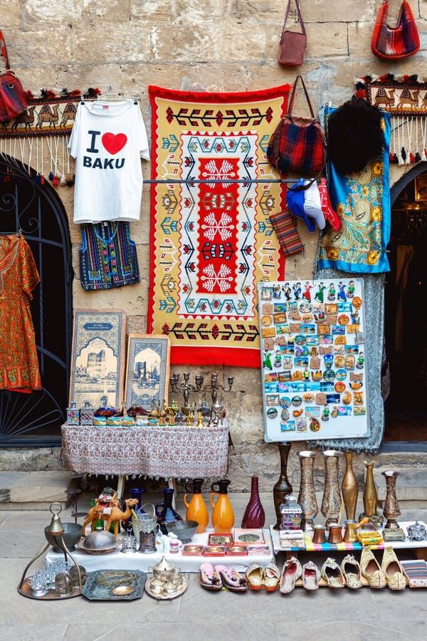 Recuerdos azerbaiyanos de Tradional en la ciudad vieja de Baku imágenes de archivo libres de regalías