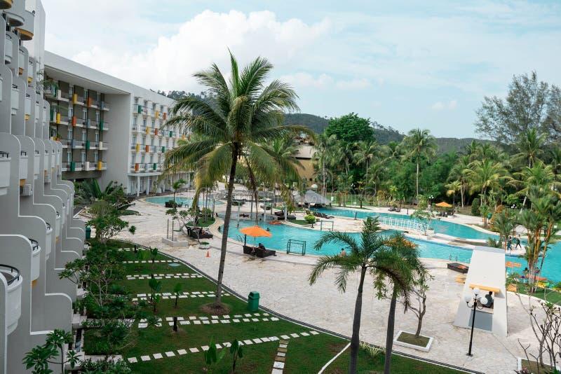 Recurso do hotel e ?rea de piscina na margem Batam, Indon?sia, o 4 de maio de 2019 fotografia de stock royalty free