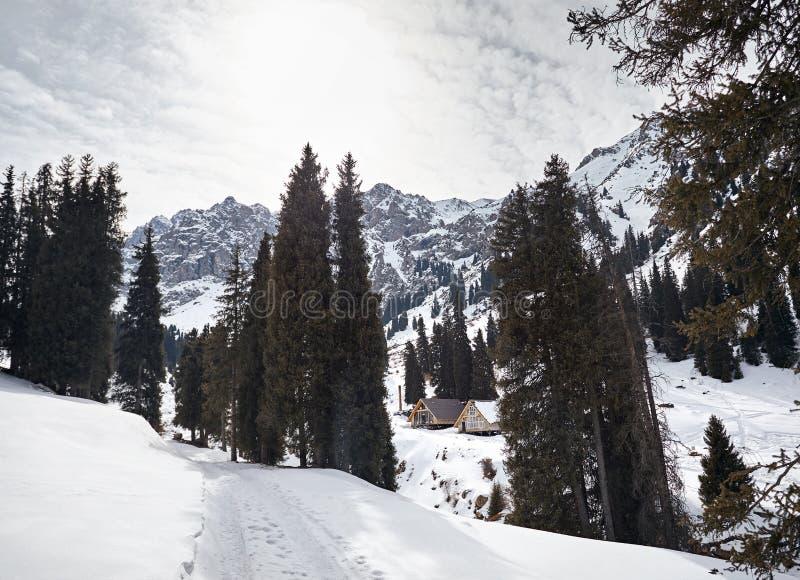 Recurso nas montanhas foto de stock