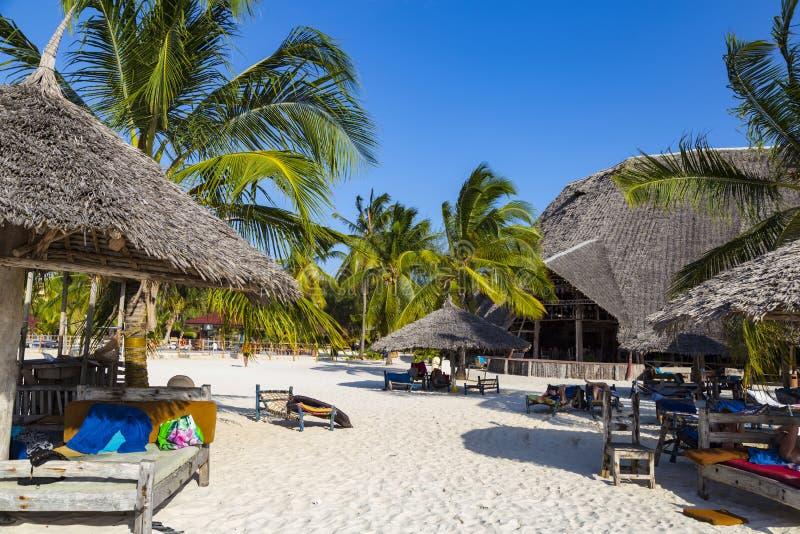 Recurso pelo mar Vila Kendwa Ilha de Zanzibar foto de stock