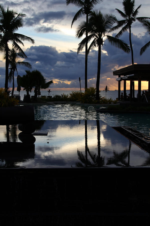Recurso tropical no por do sol, ilha de Denarau, Fiji fotos de stock