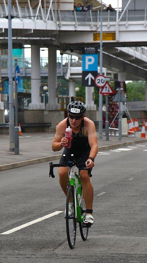 Recyclage de triathlon de sport image libre de droits