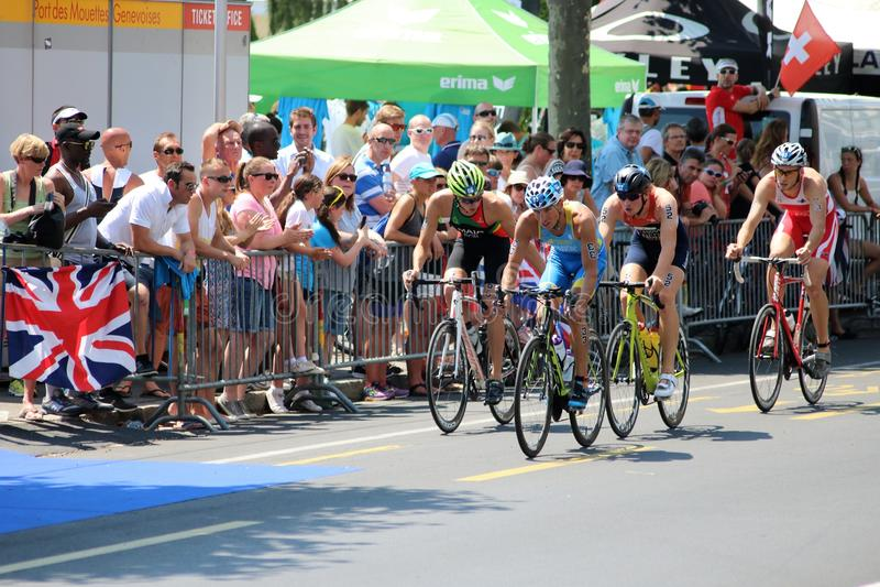 Recyclage sain d'exercice de sport de triathlete de triathlon images stock