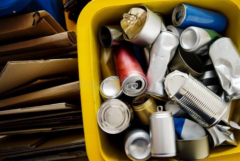 Recycle装了于罐中和箱子环境保护概念 免版税库存图片