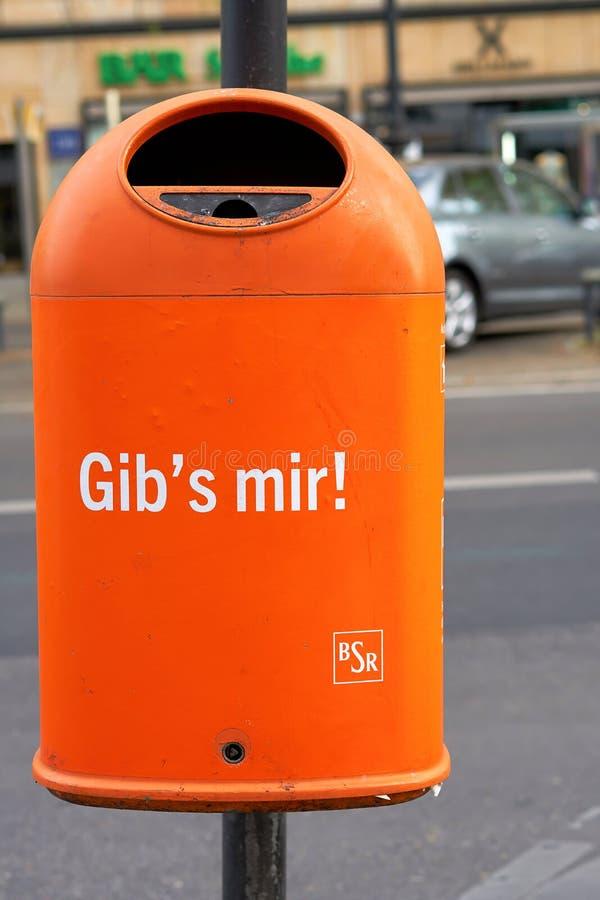Recycleer bak in Berlijn van de binnenstad stock afbeelding