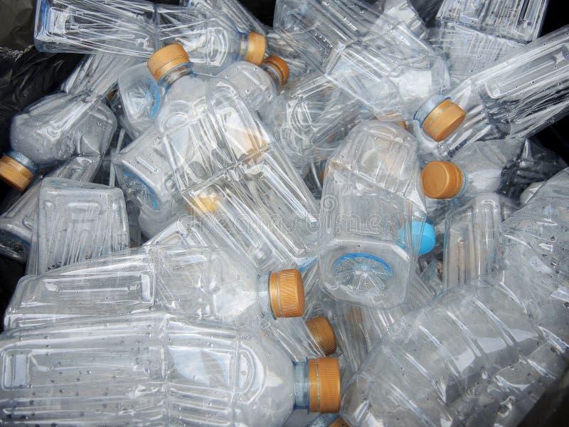Recycleer plastic flessen stock foto's