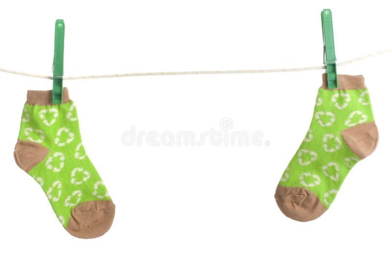 Recycleer sokken hangen online royalty-vrije stock afbeelding