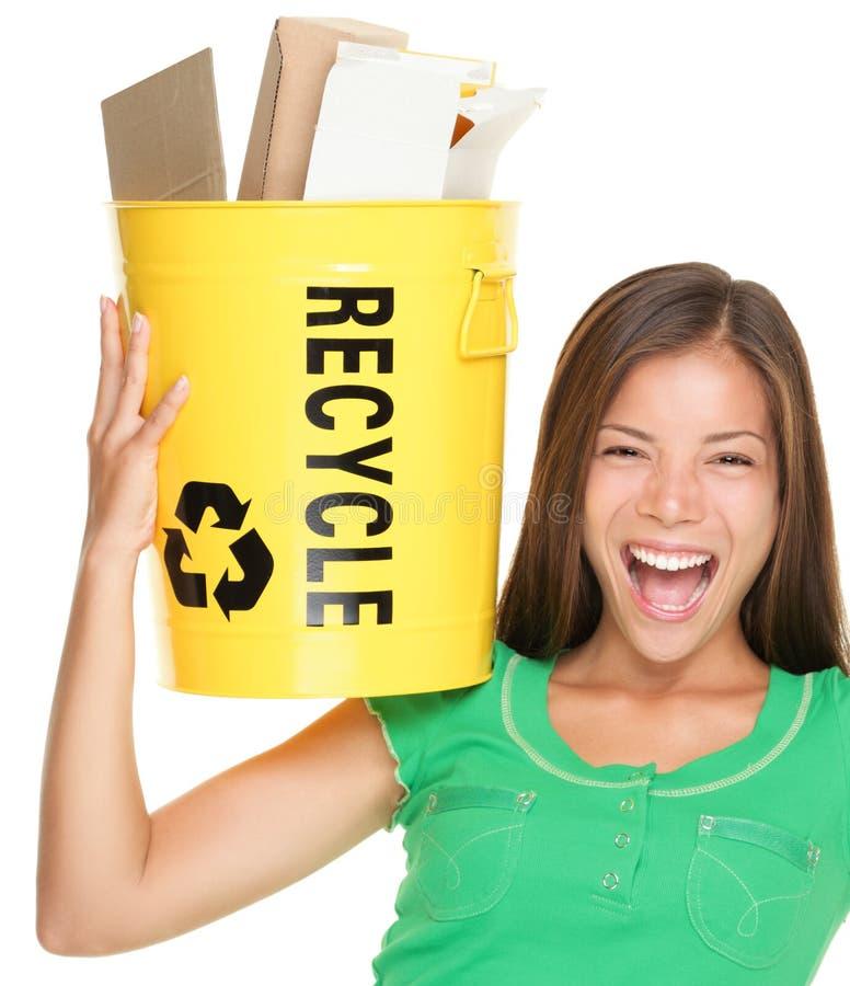 Recycleer vrouw recyclingsdocument royalty-vrije stock fotografie