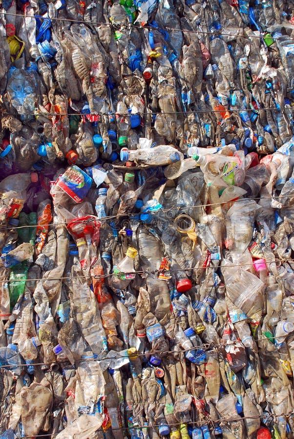 Recyclerende Plastiek en flessen stock foto's