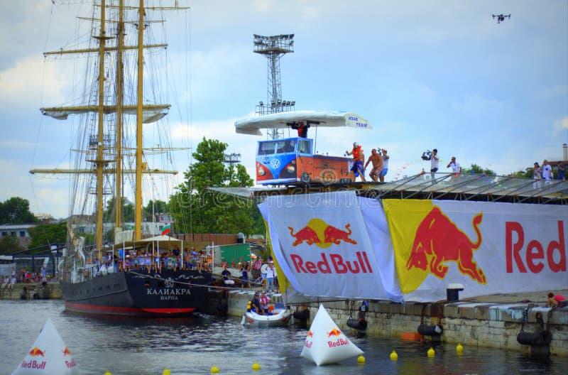 Red Bull Flugtag segra lagVarna Bulgarien arkivfoto