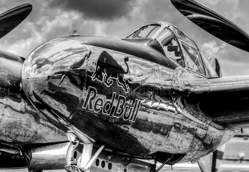 Red Bull P38 Lockheed blixt fotografering för bildbyråer