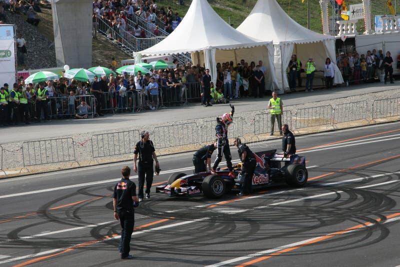 Red Bull que compite con el coche de carreras Neel Jarni fotografía de archivo