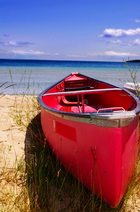 Free Red Canoe Stock Photography - 2672022